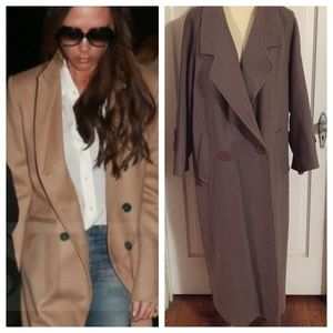 Vintage Portrait Taupe Coat from the 1980s. Sz Lg